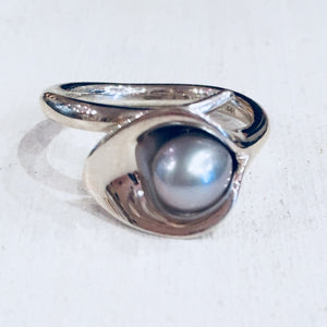 Silver freshwater pearl ring