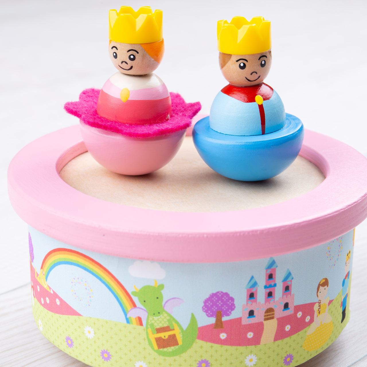Wind them up and watch them dance with this fun wooden musical dancing toy from Bigjigs! This music box features a prince and princess who dance and spin on a mirrored base, providing hours of entertainment. T
