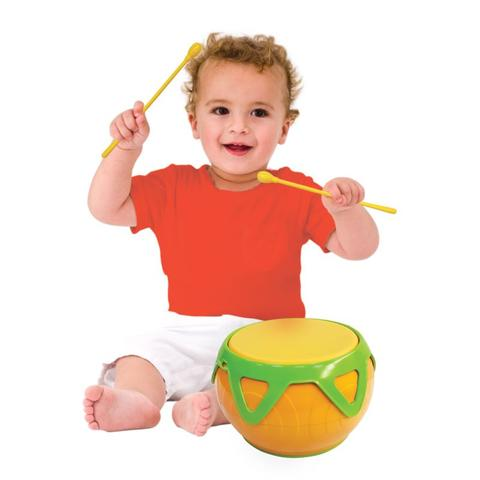 Little drummer boys and girls everywhere adore the warm resonant sound of this sturdy Super Drum. The unique design with an elastic head means each beat produces a beautiful deep professional tone and every tiny drummer really feels like part of the band as they develop their natural rhythmic skills.
