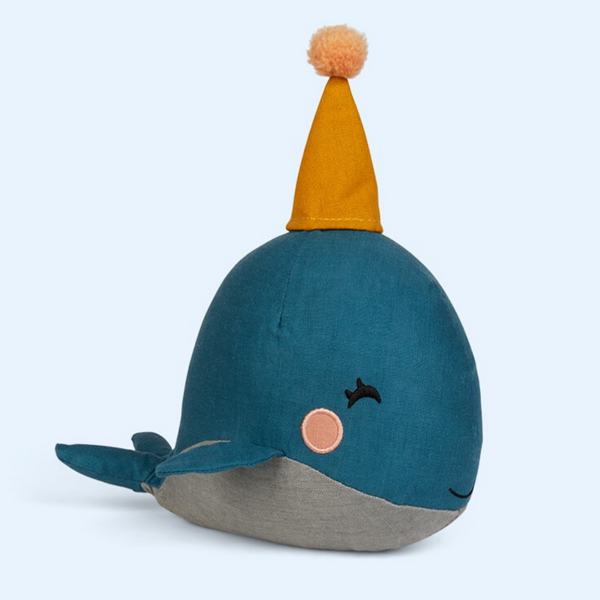 This fabulous blue whale complete with a party hat is all set for the moonlight party. Presented in a very stylish gift box with a recipe included for making cherry sparkle pop for the moon party!