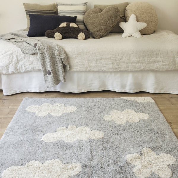 This rug from Lorena Canals will have you on cloud nine! 100% cotton, machine-washable (conventional washing machine with 6kg capacity), here is a modern take on a classic design that suits perfectly well any children's room, for both girls and boys, where these little white clouds fill the room with their brightness.