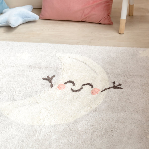 Your little one will sleep peacefully with the sky full of stars and the moon on this Lorena Canals rug. This beautiful rectangular soft grey rug is 100% cotton and machine-washable. Its design and neutral grey colour is a hit among boys and girls. Ideal for decorating nurseries, kids rooms or improvised play areas.