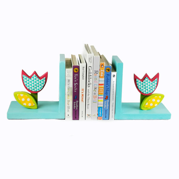 Designed and hand-crafted in Italy, these bookends with a light blue wooden base and a flower design will bring colour and imagination to your child's bedroom.