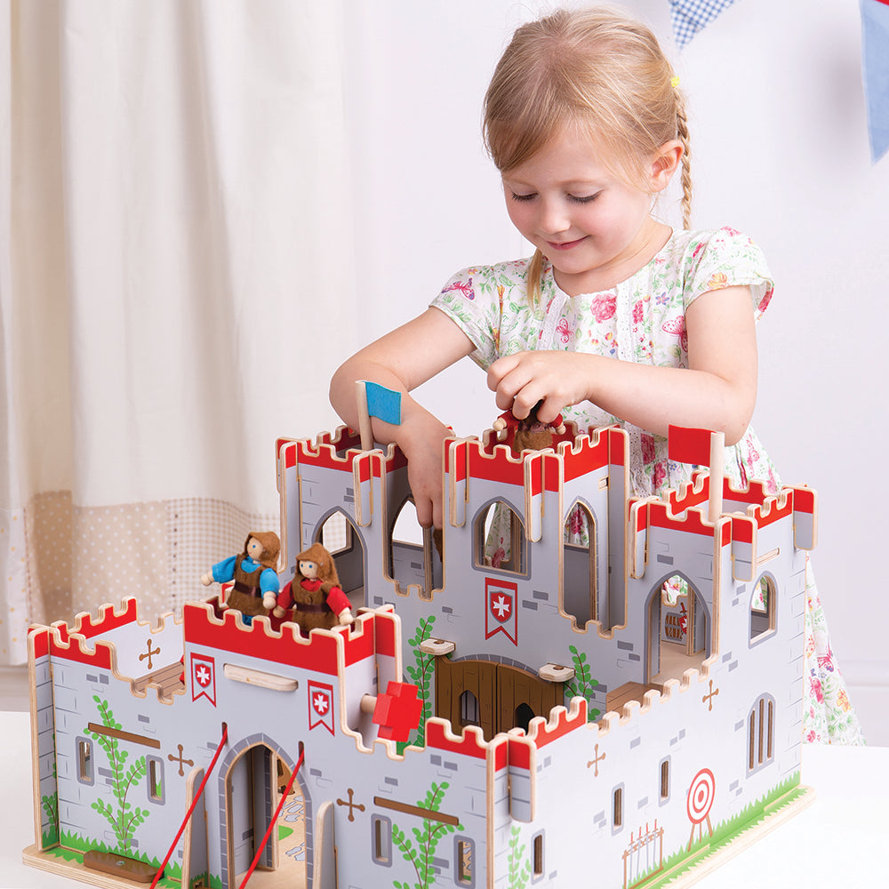 Home to King George, this exquisite wooden castle features a fully functioning drawbridge, balconies and working doors. Simply slot together the wooden pieces, and let the excitement begin.