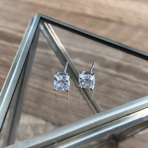 grateful solitaire stud earrings