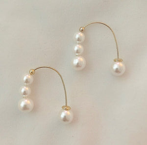 Cassandra pearl earrings