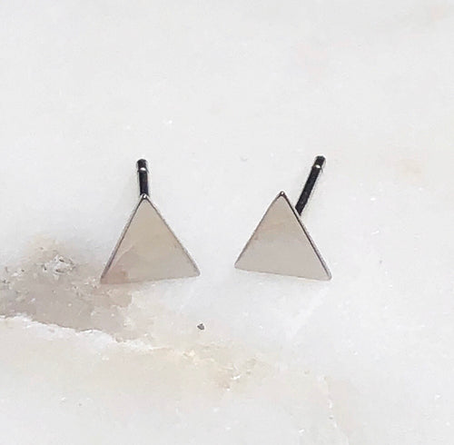 Triangle mini stud earrings