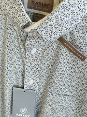 Ariat 10033048 Mens Wrinkle Free Laird Classic Fit Shirt White Collar and pocket