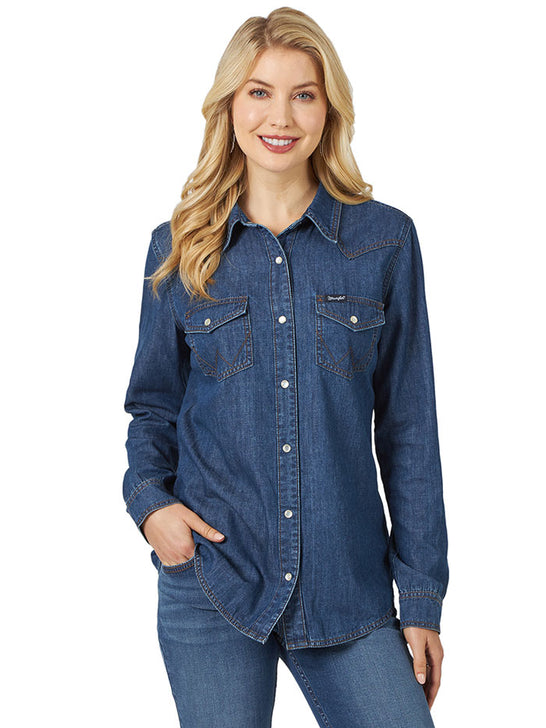 Wrangler LW7007D Womens Dark Denim Long Sleeve Western Snap Shirt front view with a girl