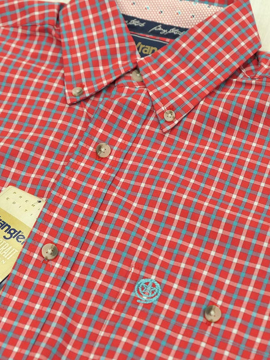 Wrangler MGSR775 Mens George Strait Short Sleeve Plaid Shirt Red close up