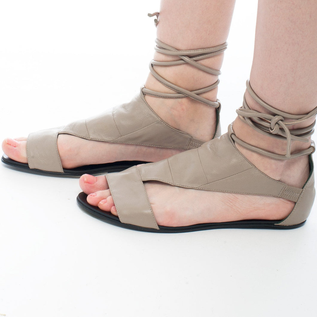 7501 LEATHER FLAT SANDALS, NUDE