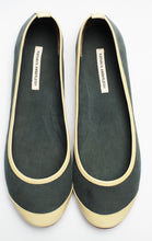 3065 SILK AND PATENT LEATHER FLATS, GREEN/BONE