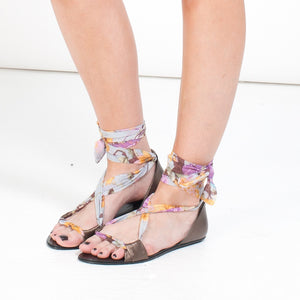 7926B LEATHER AND COTTON FLAT SANDALS, METALLIC MAUVE/LILAC MULTI