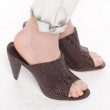 J581 CROC MULE HEELS, BROWN MULTI