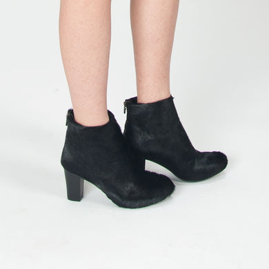 K601 PONY HAIR ANKLE BOOTS, BLACK