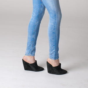K604 SUEDE WEDGE CLOGS, DARK COAL
