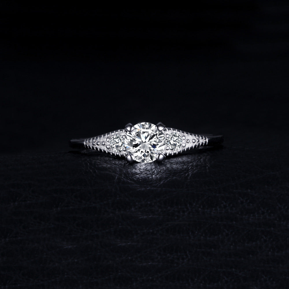 Fashionable 3 Stones Engagement Ring