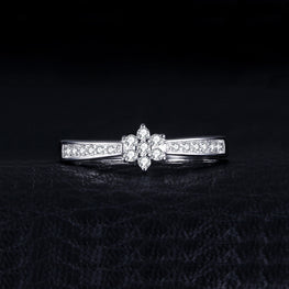 ClassicEngagement Ring With Elegant Design