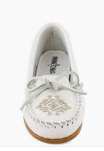 Minnetonka Moccasin Deerskin Beaded Moc White