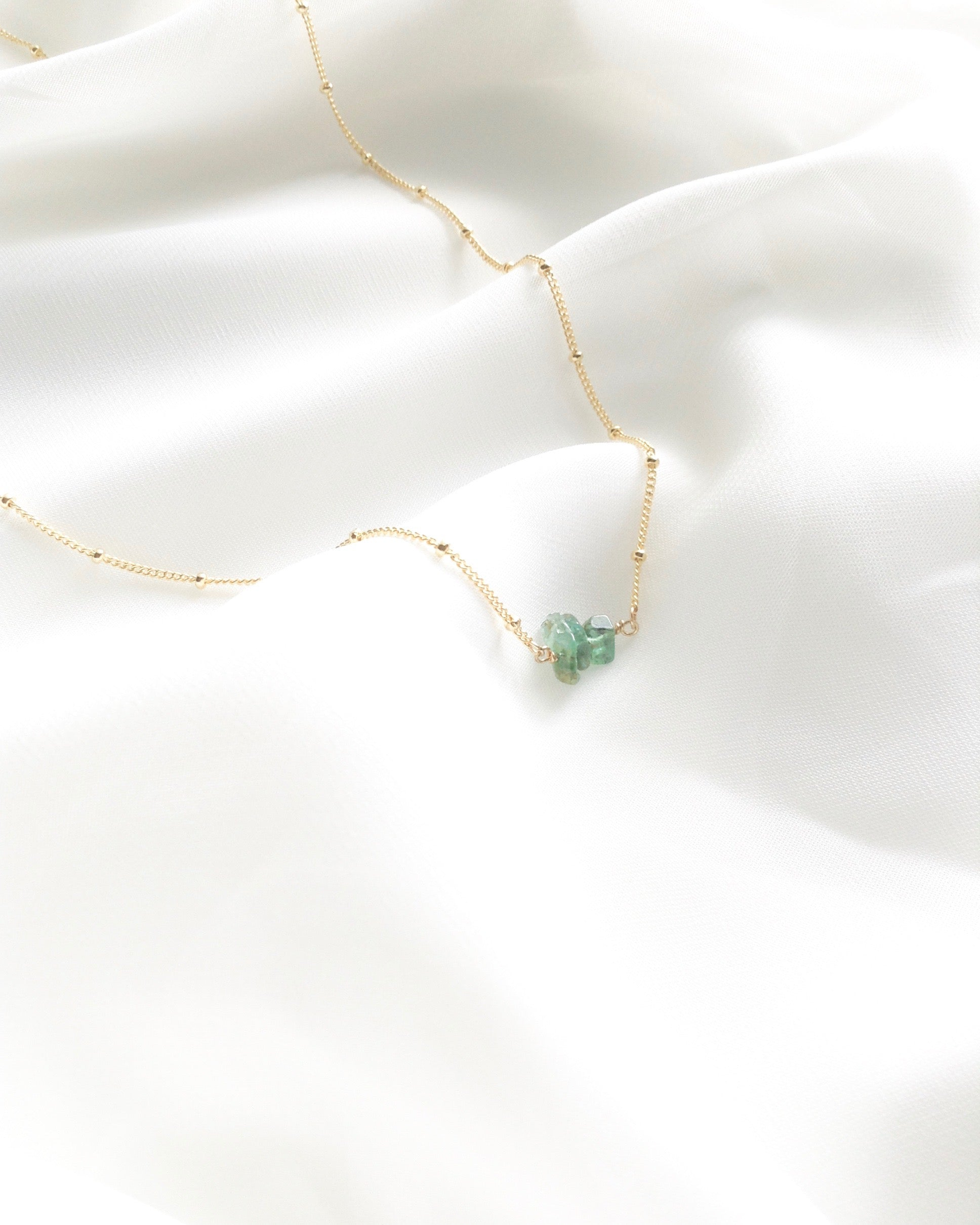 Delicate Raw Emerald Crystal Satellite Chain Necklace | IB Jewelry
