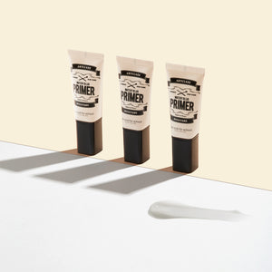 A blurring primer with a moist essence texture that fills skin with moisture and turns skin texture smooth.