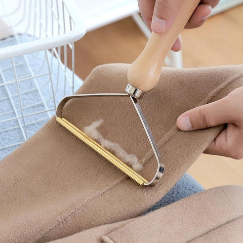 lint remover collects lint from clothes