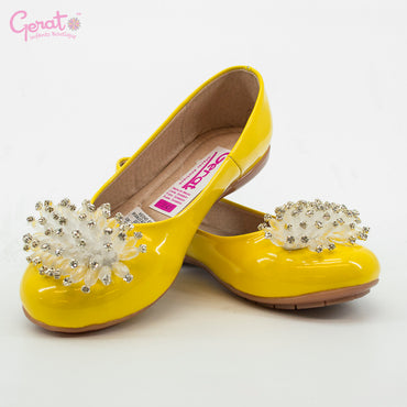 Zapato color amarillo