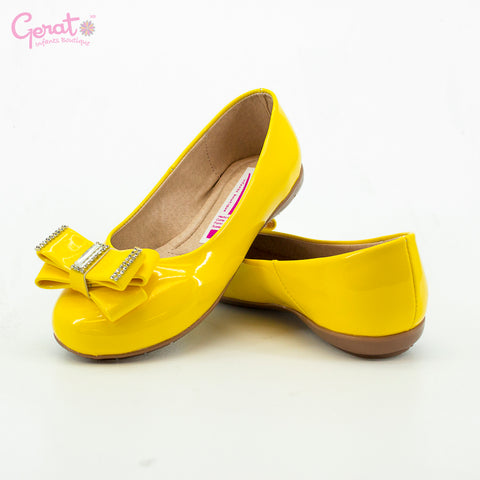 Zapato con moño color amarillo