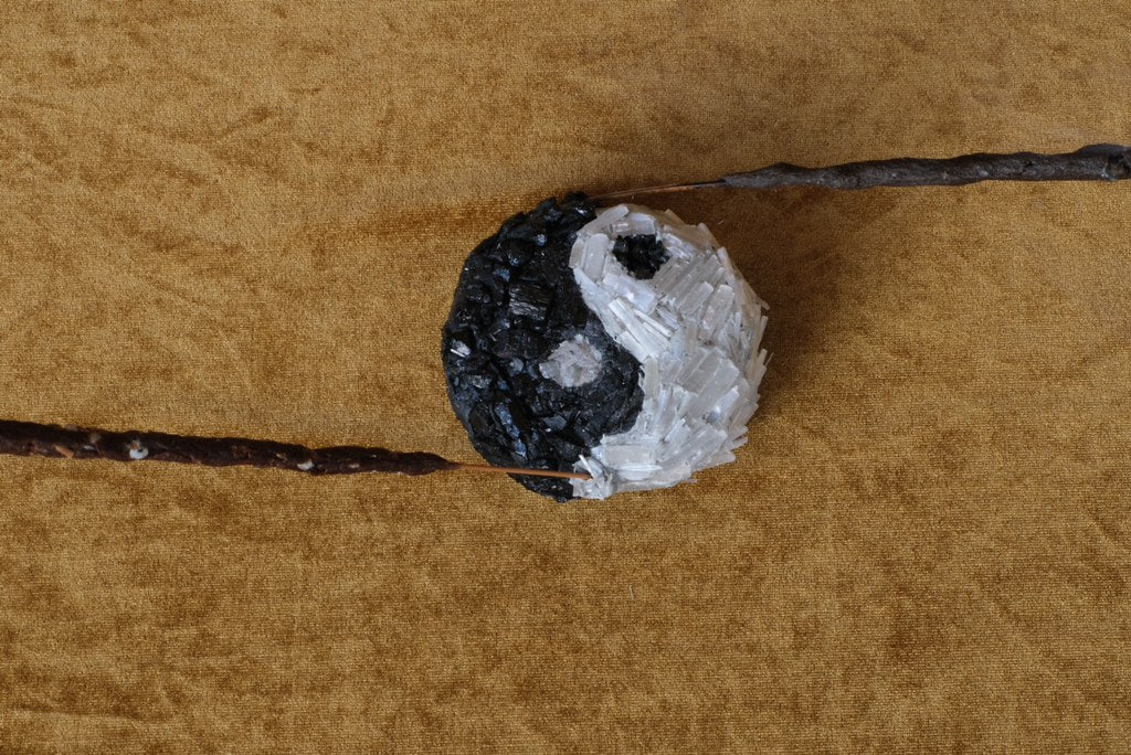 Yinyang Cleansing Incense Holder - Selenite x Tourmaline