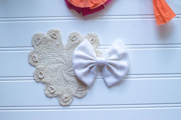 White chambray 4 inch bow