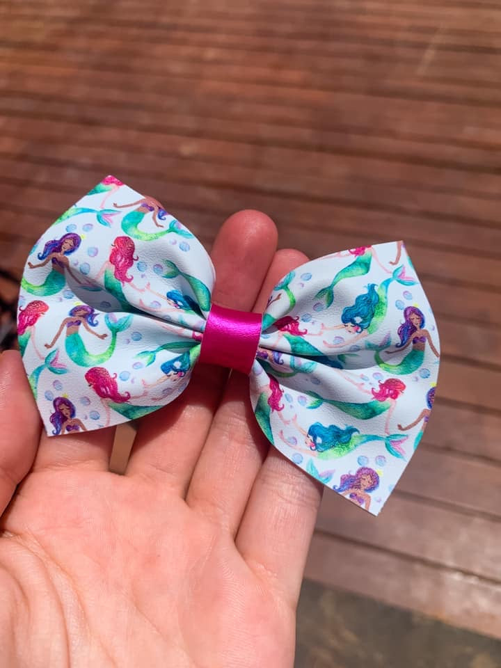 Bright Mermaids 3.5 inch bow -CSS2