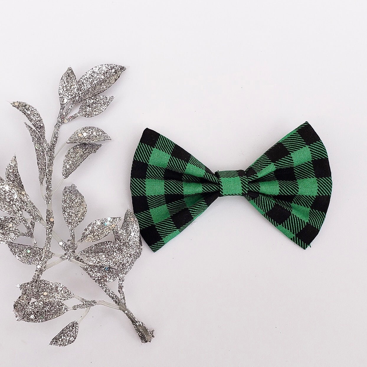 Green plaid bow tie - 3.5 inch