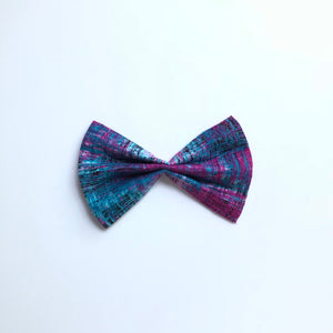 Magenta hatched fan bow or bow tie