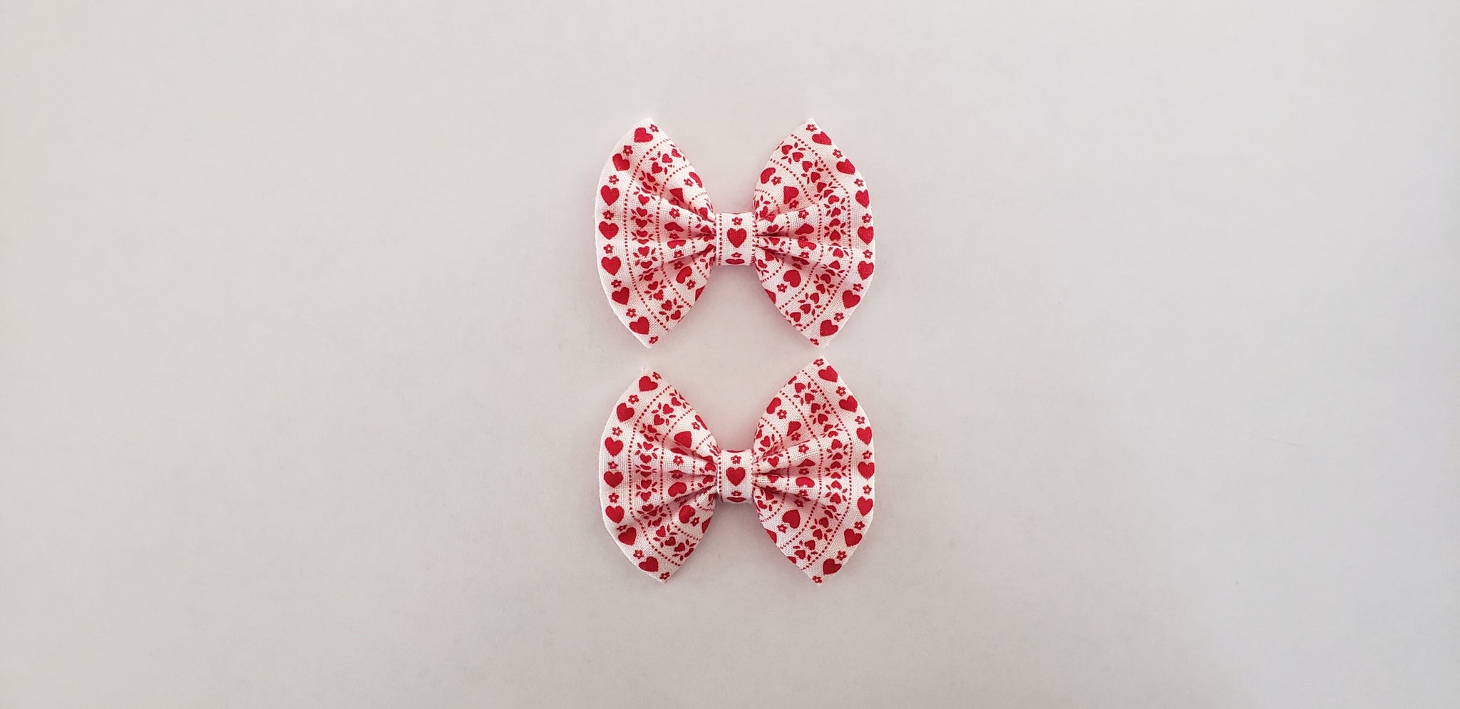 Vintage heart stripe fan bow