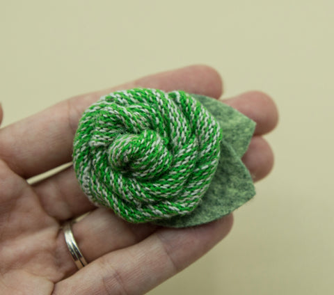 Vintage green sweater rose - 2 inch- MTL