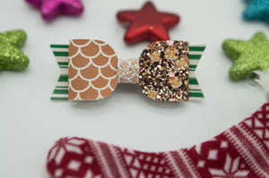 Gingerbread house - left side frosting Mila bow - HOC