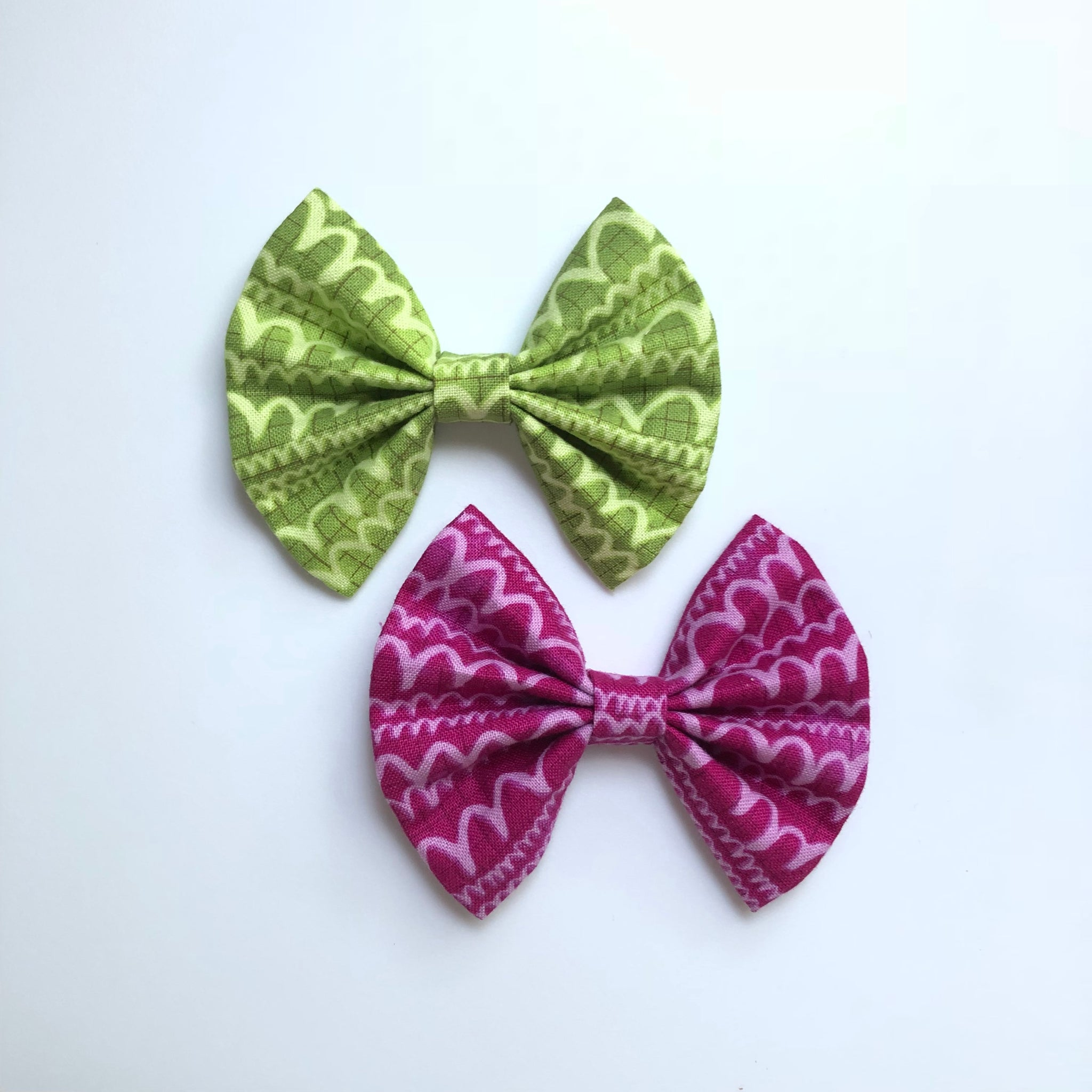 Pear or Magenta Squiggles fan bow