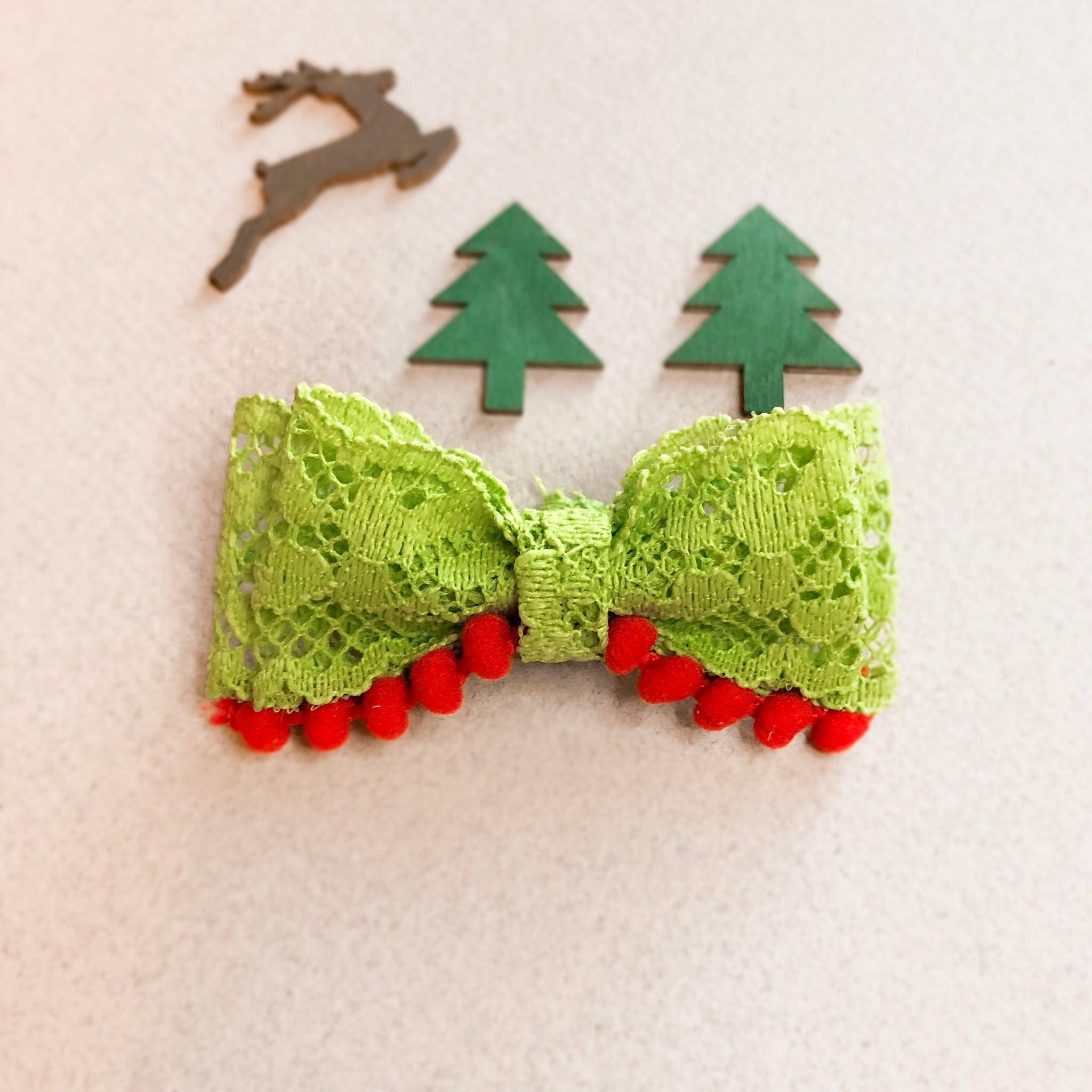 Vintage Lace Grinch Bow