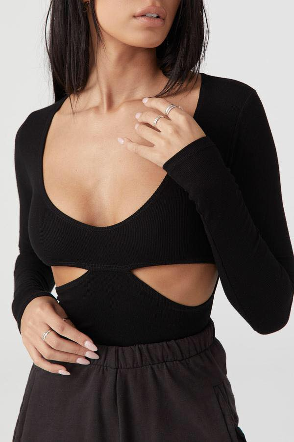 FITTED CUTOUT LONG SLEEVE