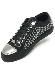 SPIKE STUDDED BLACK SNEAKER