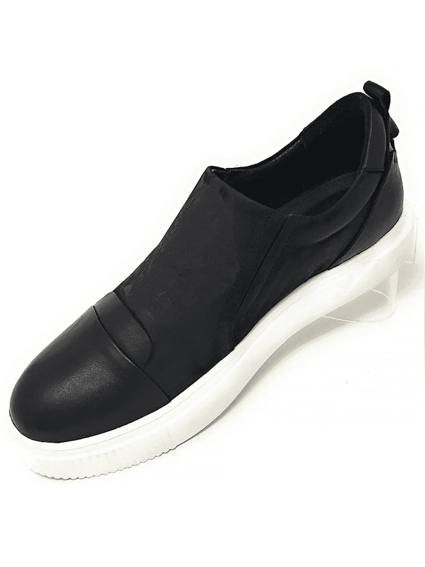 SLIP ON CAP TOE ON BLACK SNEAKES