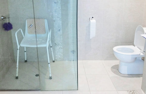 Shower chairs, toilet frames, grab rails and handheld showers! Bathroom and toilet aids to prevent falls in your bathroom