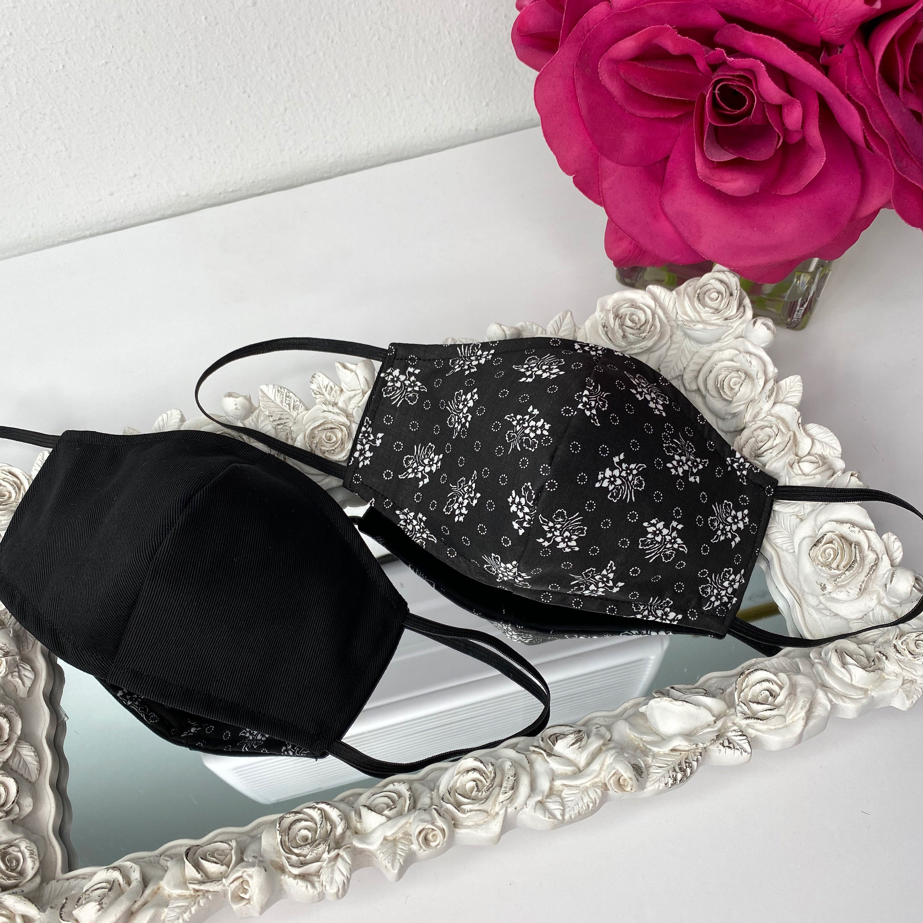 Reversible mask with filter-black flowers