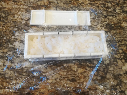 ic: Important! Make sure your rice is pressed into the corners of the mold!