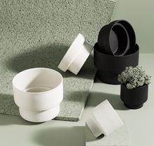 Zakkia Podium Pot - Flat Black