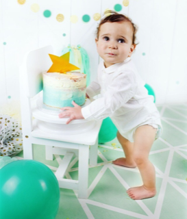 baby photo of first birthday cake smash