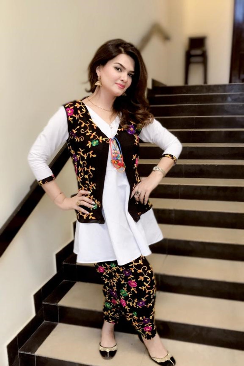 Bareeze BR-07 white-Black Embroidered Linen two piece Winter Collection