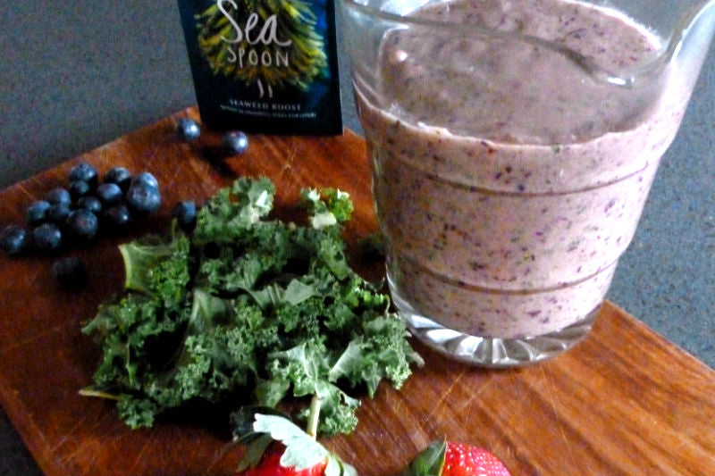 Red Breakfast Smoothie - berries and seaweed