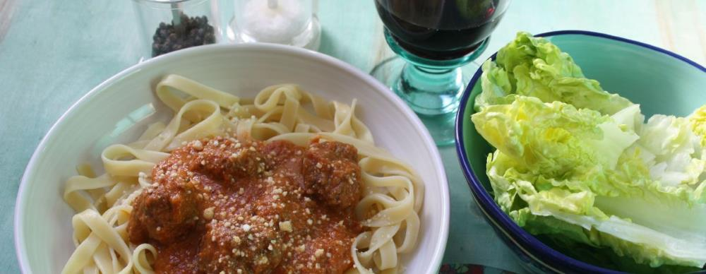 Beef and edible seaweed meatballs with tagliatelle