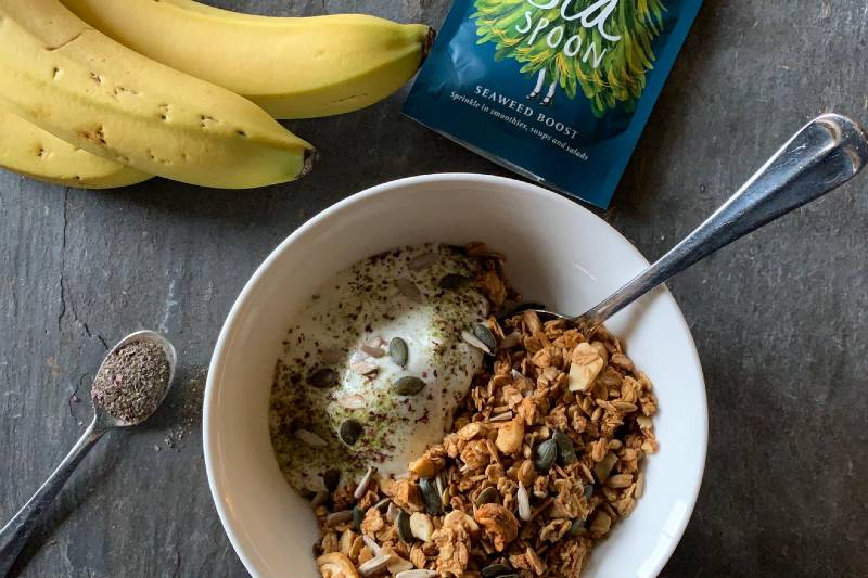 Granola with yoghurt, bananas and Seaweed Boost